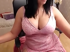 Huge tits milf showing her legion pussy lips on cam