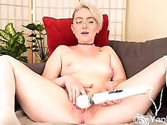 Yanks Blonde Summer Lynn Somers Masturbates
