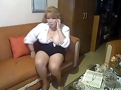 Blusa blanca Braless, Mini Negra, Sandalias transparentes