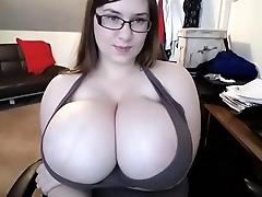 Wow hot girl lotionning her huge tits live