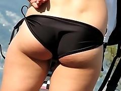 Rubia de Buenas Nalgas en Bikini