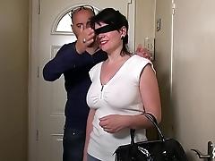 Sodo et branlette espagnole flood l'_anniversaire de Clarisse, tout ça les yeux bandés !