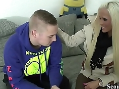 Deutsche Schwester zeigt ihrem Jungfrau Stief-Bruder wie gefickt wird