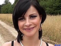 Premier gangbang pour la superbe Alicia, elle est ravie ! [Full Video]