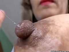 Latina milf Susana puts her massager wide hoax